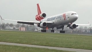 Awesome crosswind landing MD-11 Martinair | Very smooth landing!