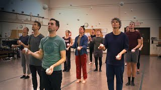 Jugglers Show Off Their Insane Synchronized Routines