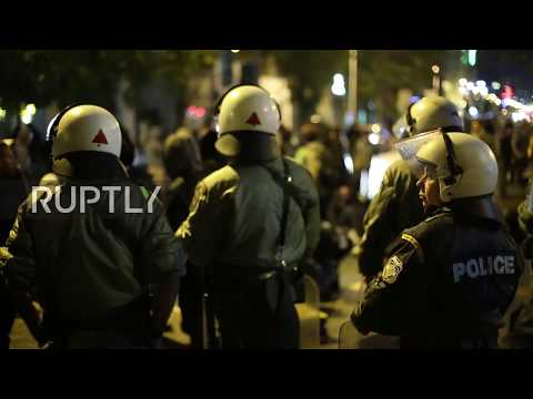 Greece: Police block migrants' march to Macedonia border