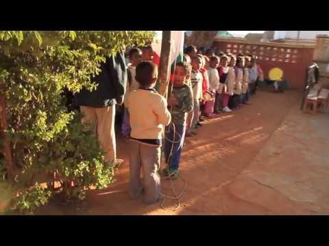 Coup de pousse-pousse pour les enfants: Episode 2. De Ranohira à Ambalavao.
