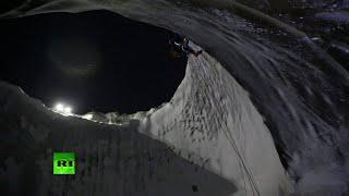 VIDEO: Científicos descienden al foso gigante de Yamal en Siberia(Científicos rusos han completado la tercera expedición al cráter gigante de Yamal, en Siberia. Se trata de la primera vez que han podido examinar el interior del ..., 2014-11-13T17:47:56.000Z)
