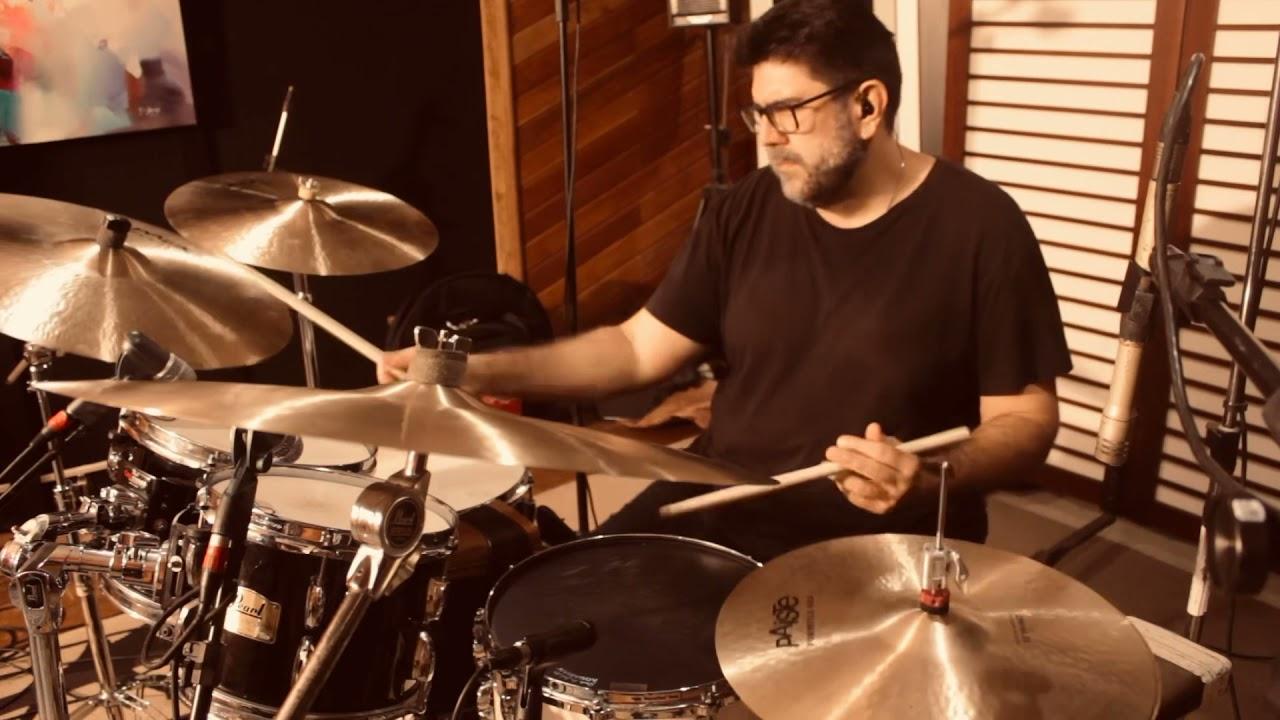 Nosso Trio interpreta Samba de Uma Nota Só (Antônio Carlos Jobim e Newton Mendonça).
