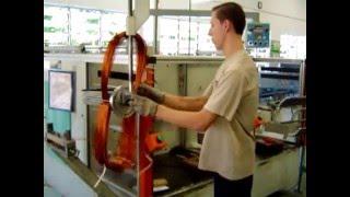 Намотка статора электродвигателя WEG(Процедура намотки обмотки асинхронных электродвигателей в производстве WEG. Высокая скорость намотки прово..., 2016-01-25T09:57:16.000Z)