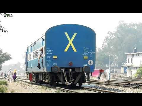 Train Without Loco!? Shunting Train Duties At Lalkuan - Indian Railways !!