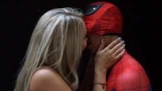 Repeat youtube video SEXY SPIDER-MAN KISS SCENE