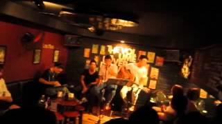 Lặng Thầm Một Tình Yêu (Acoustic Cover) - Live @ ZBar