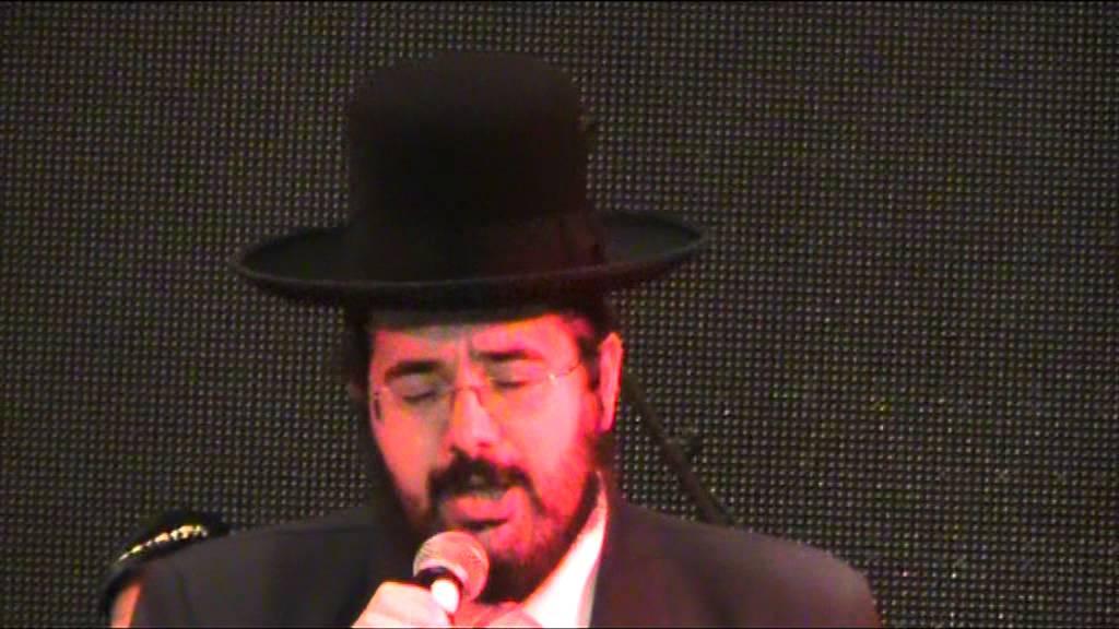 שרוליק אדלר שר משה ואהרן בחתונת בנו של רבי רפאל אבוחצירא