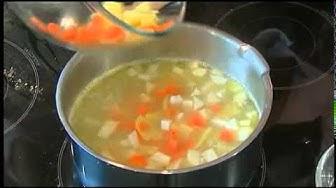 Sellerie-Kresse-Suppe mit Zitronenbutter | Sellerie-Kartoffel-Küchlein