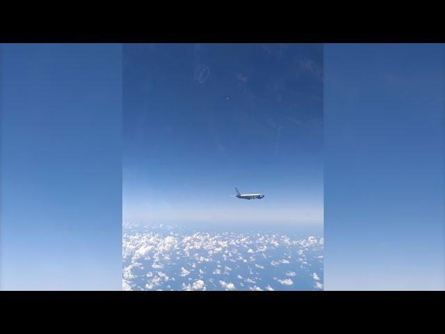 Перехват разведывательного самолета RС-135 ВВС США