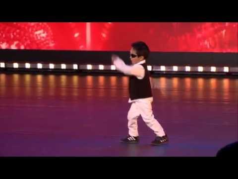 [Funny] Cậu bé 4 tuổi nhảy Gangnam Style và Gentleman tại Belgium
