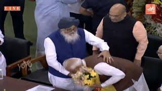 PM Modi Touched Prakash Singh Badal& 39 s Feet In Central Hall of Parliament BJP Lok Sabha YOYO TV