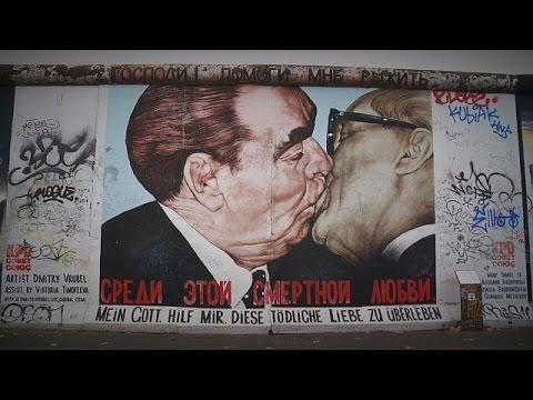 Τείχος του Βερολίνου: Το «Αδελφικό φιλί» και η Beatrice - le mag