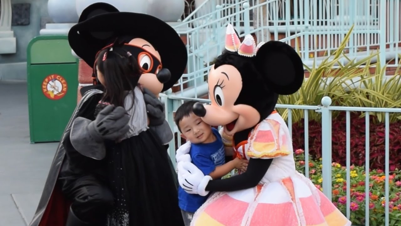 meet mickey minnie donald daisy goofy at mickeys halloween party 2016 disneyland park youtube