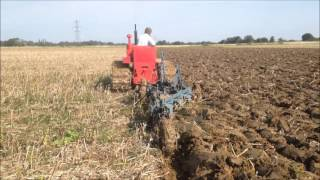 Gambar cover David Brown 50 ITD crawler ploughing