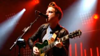 Two Door Cinema Club - Undercover Martyn (Reading Festival 2012)
