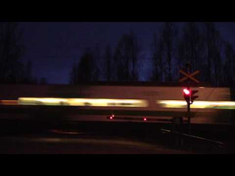 VR 2 Sm3 running light over SÄRKKÄ (km. 0389+0922) level crossing in Jyväskylä, Finland