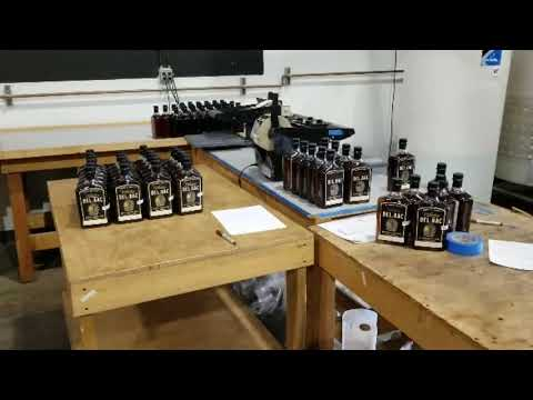 Bottling at the distillery: Whiskey Del Bac Distillers Cut