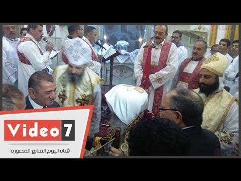 مسلمو كفر الشيخ يقدمون الورود بالكنائس للتهنئة بعيد الميلاد