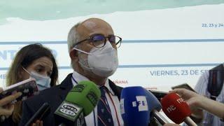 """Cantabria no se plantea vacunar con tercera dosis a la población general """"de momento"""""""