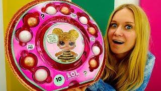 Распаковываем большой шар с куклами Лол! Видео для девочек.