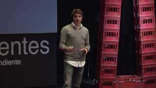 Una mirada sobre la educacion y tecnologia: Sebastian Szocs at TEDxAvCorrientes 2013