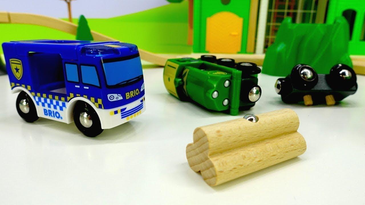 Giochi per bambini con treno Brio- Giocattoli a scuola - YouTube