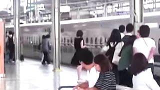 新幹線。関西弁な駅放送「離れて下さい」等。新大阪駅.