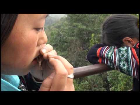Hmong Sapa girls     Hais zaj and tshuab Ncas  p2