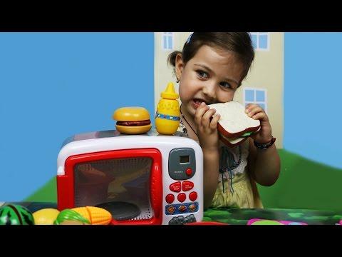 Готовим вместе Детская передача «Веселая кухня», готовим еду с Эмилюшей. Игры для девочек
