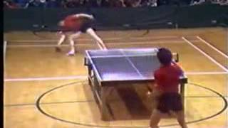 Джеки Чан играет в пинг-понг :)