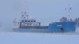 Rahtilaiva Lianne kovalla pakkasella Kallavedellä