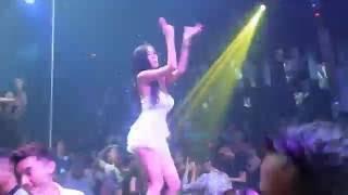 Xem Mà Phê Điệu Nhảy HotGirl Trong Quán Bar