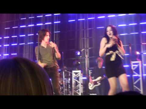 Victoria Justice & Cast- I Want You Back (LIVE) HD