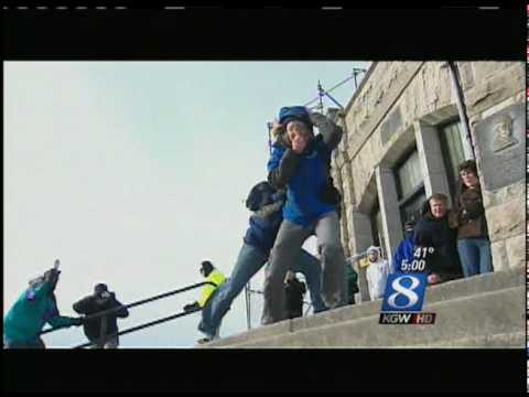 Amazing Video! 100 MPH Wind Blows Over News Reporter Keely Chalmers at Vista House / Crown Point!
