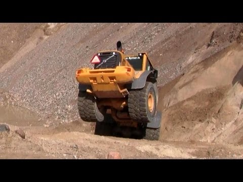 Volvo L110F Struggling In The Loose Sand