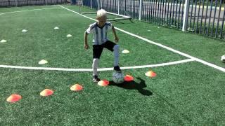 сюжет нашей с сыном тренировки. индивидуальная тренировка по футболу. техника. координация. финты.