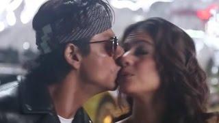Shahrukh Khan And Kajol Accidental Kiss