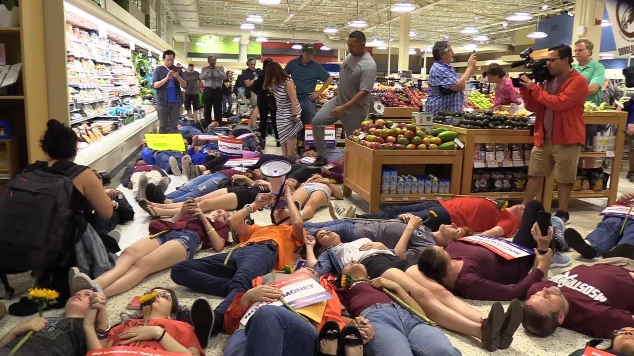 """Students stage a """"die in"""" at Publix in Coral Springs"""