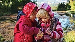 Teilen oder nicht teilen? ♥♥♥ Zwillinge essen einen Apfel - lustige Kindervideos, süße Zwillinge