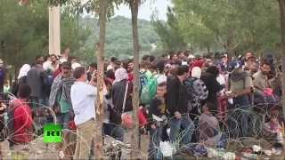 Мигранты на границе Греции и Македонии(Прямая трансляция с границы между Грецией и Македонии, где собрались тысячи мигрантов, пытающиеся прорвать..., 2015-08-22T14:39:56.000Z)