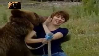 Медведь неожидано напал на женщину!