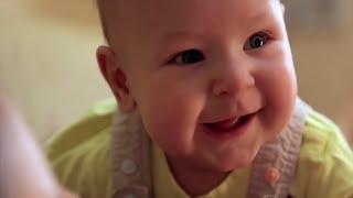 Как малыши показывают, что голодны?(Все дети показывают, что голодны по-разному! Внимание и забота помогут вам определить, когда ребёнок просит..., 2013-03-22T11:30:05.000Z)