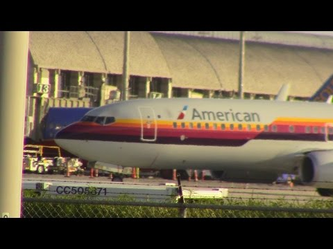 Planespotting SNA Featuring The American Airlines Air Cal Heritage Livery