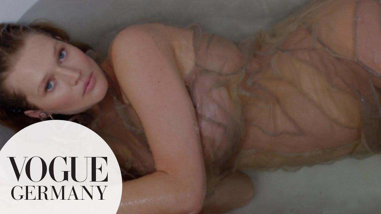 """Toni Garrn: """"Endlich schwanger"""" – das Video zum Pregnancy Reveal   VOGUE Germany"""