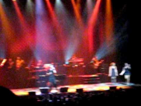 "Robin Thicke-""Side Step"" Live At NJPAC"