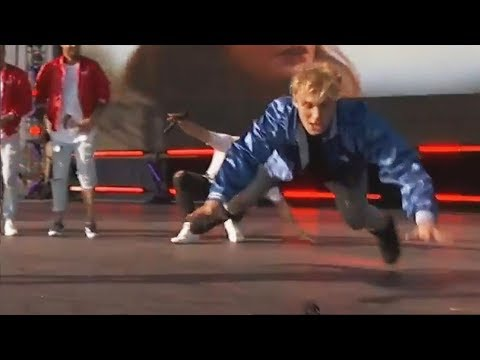 JAKE PAUL FALLING ON STAGE (TEEN CHOICE AWARDS 2017)