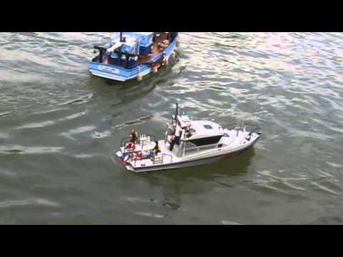 Offshore Club de Paris 2013 : La vedette des douanes de Bernard - Modélisme naval RC