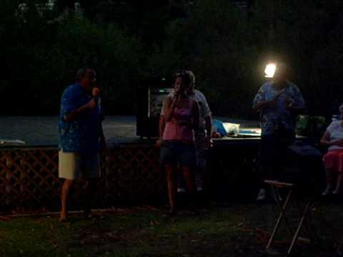 08 Summershine 2007 (14 Brandi & Dad sing @ Karaoke)
