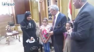 بالفيديو :  محافظ شمال سيناء يستقبل أسرة المرحوم بطل كمال الأجسام السابق السيد المالكى