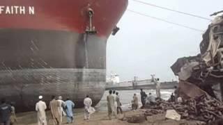 Ship Beaching (Ore Carrier) M.V FAITH N.wmv